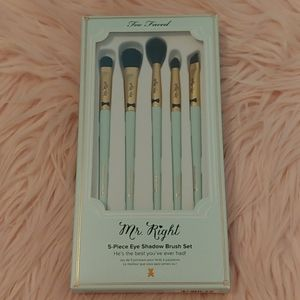 🐻NWT Too Faced Mr. Right Eyeshadow Brush Set